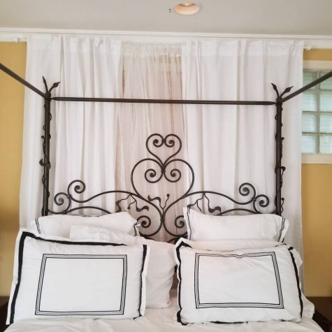 28-master-bed-curtains